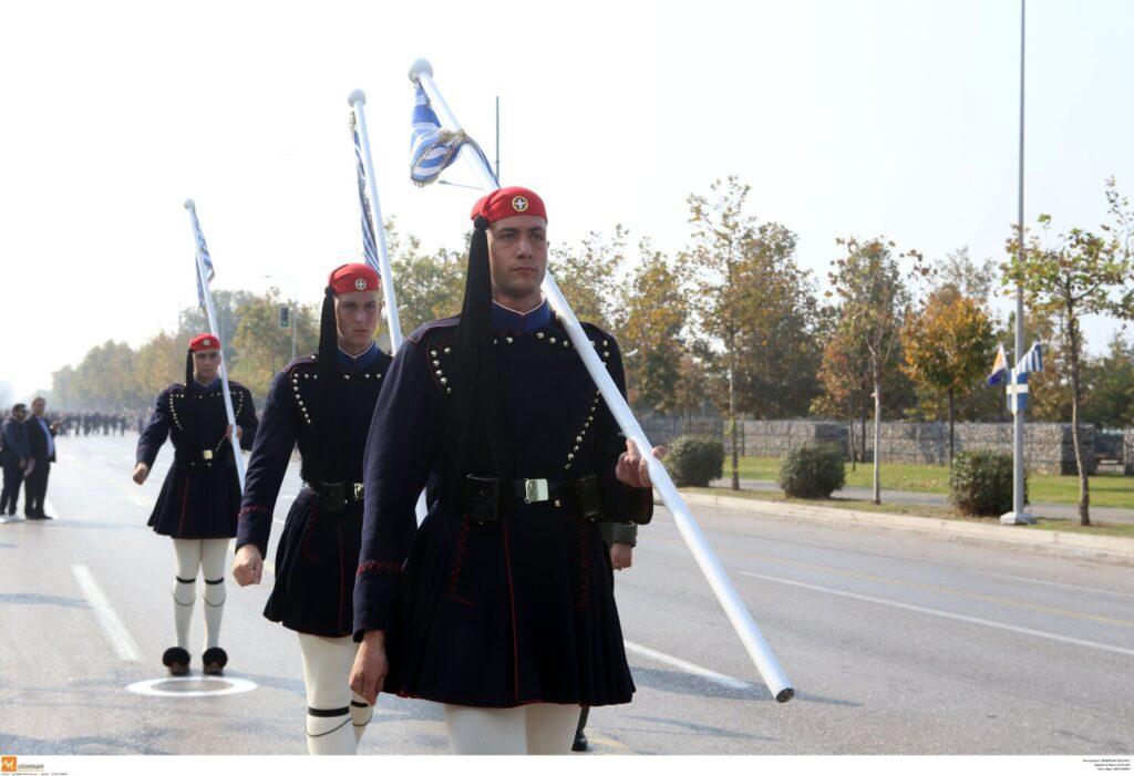 Σκέψεις να γίνει η παρέλαση της 25ης Μαρτίου στο Τατόι με Πούτιν, Μακρόν και πρίγκιπα Κάρολο