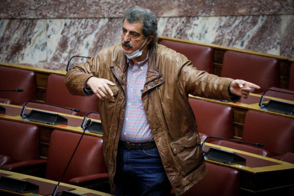 """ΝΔ κατά Πολάκη:  """"Ζητάμε από τον κ.Τσίπρα να καταδικάσει αλλιώς κλείνει το μάτι στους αντιεμβολιαστές"""""""