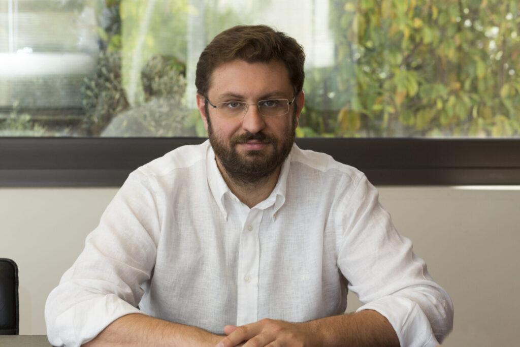 Κώστας Ζαχαριάδης στο Bigpost: Ο κ. Μητσοτάκης είναι ένας αδύναμος πρωθυπουργός – Σέρνεται πίσω από τις ανεύθυνες δηλώσεις Σαμαρά