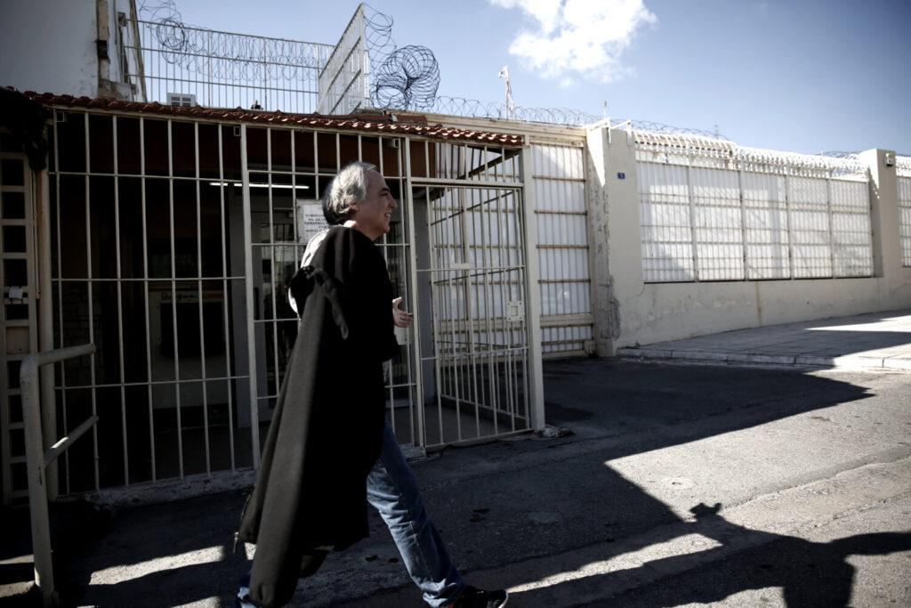 Συγκέντρωση υπέρ του Κουφοντίνα στην ελληνική πρεσβεία στο Λονδίνο