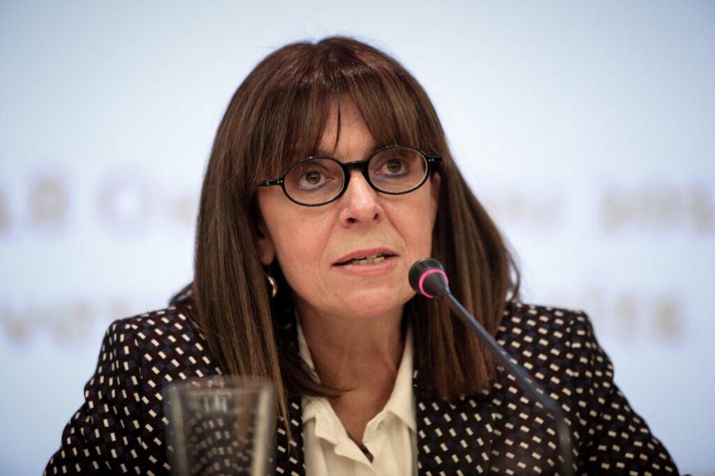 Σακελλαροπούλου για Μίκη: Συνέδεσε την πολιτική πράξη με την υπέρβαση και τον αγώνα