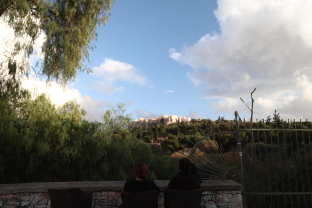 Αίθριος ο καιρός την Τετάρτη με αραιή συννεφιά – Πού θα βρέξει [Βίντεο]