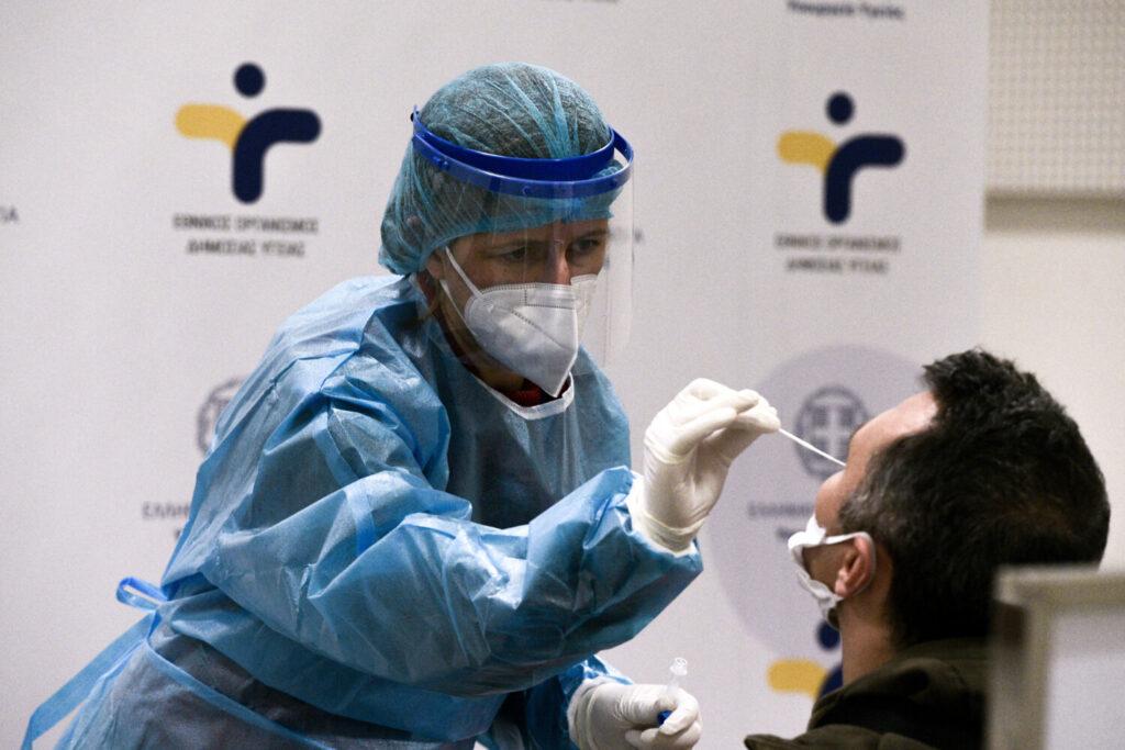 Yποχρεωτικά δυο τεστ την εβδομάδα για τους ανεμβολίαστους εργαζόμενους στον τουρισμό