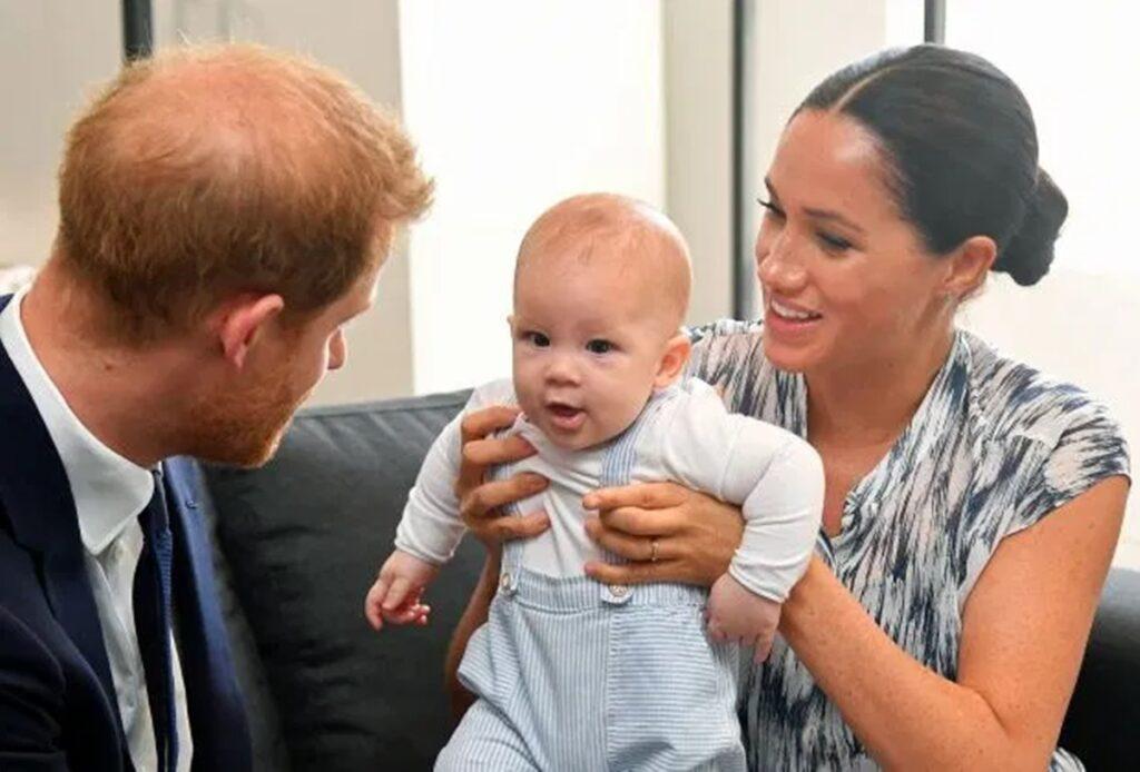 Γιατί η Μέγκαν και ο Χάρι αρνήθηκαν τον τίτλο που έδωσε η Ελισάβετ στον μικρό Άρτσι!