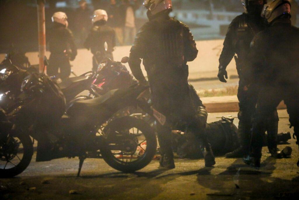 Νέα Σμύρνη: Τα… γυρίζει ο κουνιάδος του «Ινδιάνου» – «Δεν ξέρω αν έριξε τον αστυνομικό από το μηχανάκι»