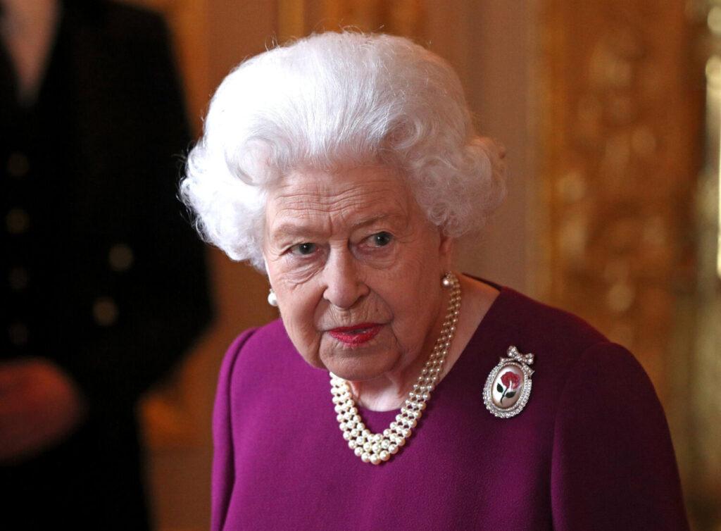 Βασίλισσα Ελισάβετ: Ευχές για τα γενέθλια του δισέγγονού της Άρτσι