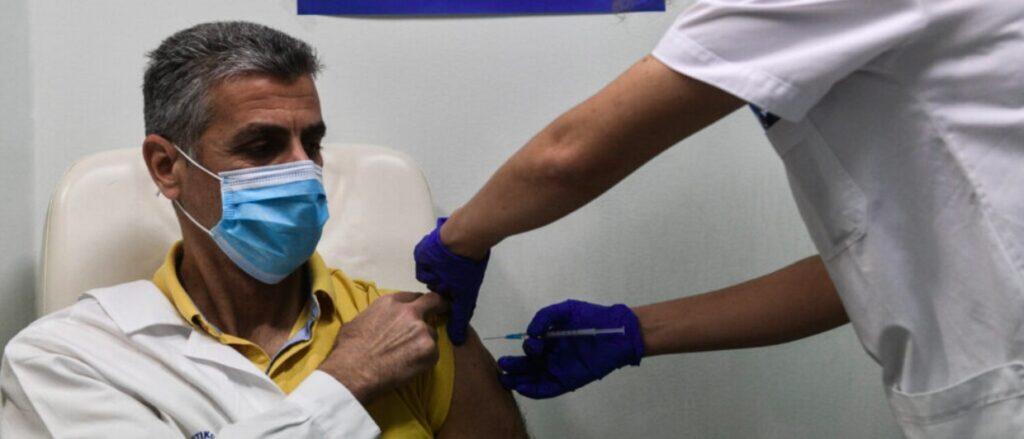 Εμβόλιο κορωνοϊού: Oι καθηγητές του ΕΚΠΑ εξηγούν τι ισχύει με την τρίτη δόση