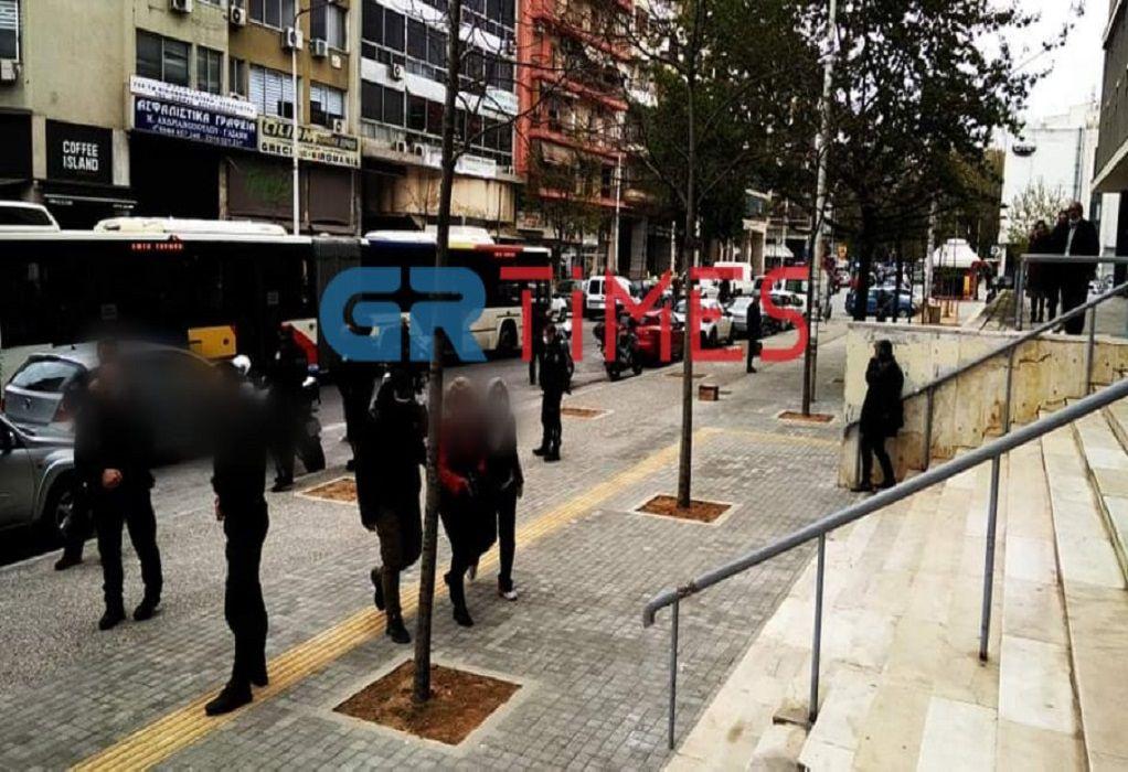 Θεσσαλονίκη: Στα δικαστήρια η μητέρα του μαθητή χωρίς self test (video και εικόνες)