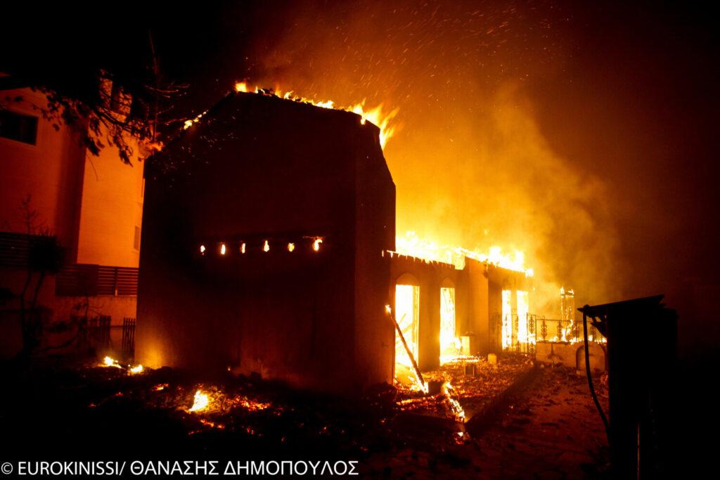 Ανακριτής για  τραγωδία στο Μάτι: «Παρακολουθούσαν τη φωτιά αμέτοχοι σαν τον Ξέρξη στη ναυμαχία της Σαλαμίνας»
