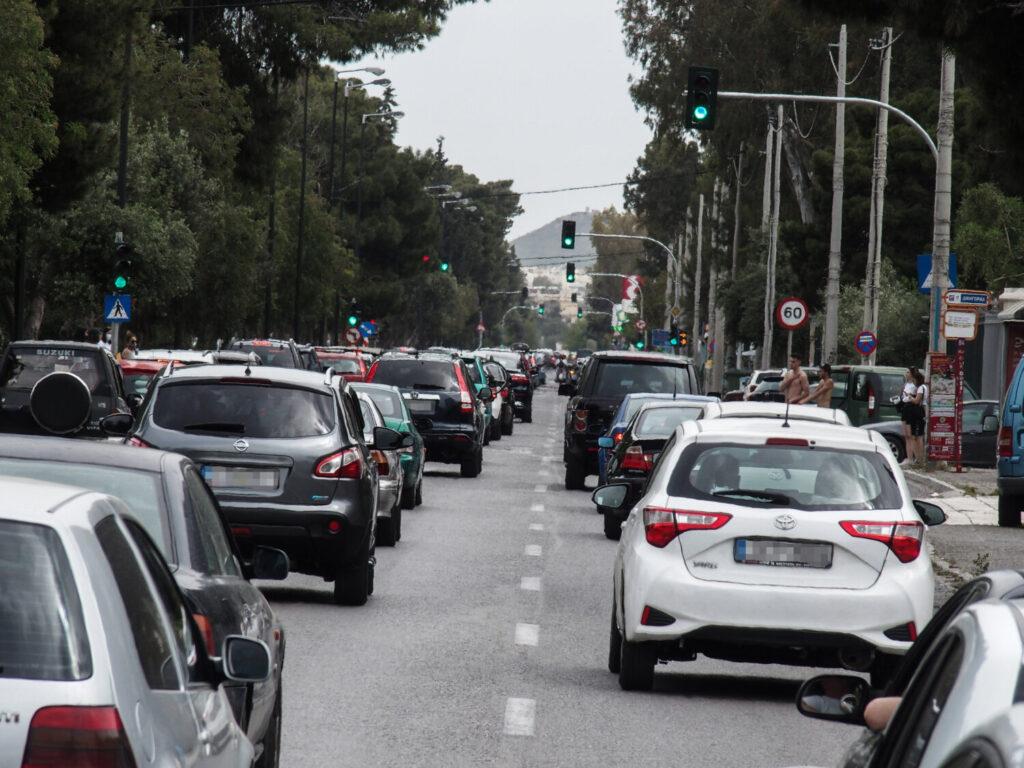Αυξημένη η κίνηση στους δρόμους – Τροχαίο και απεργία προκάλεσαν μποτιλιάρισμα στον Κηφισό
