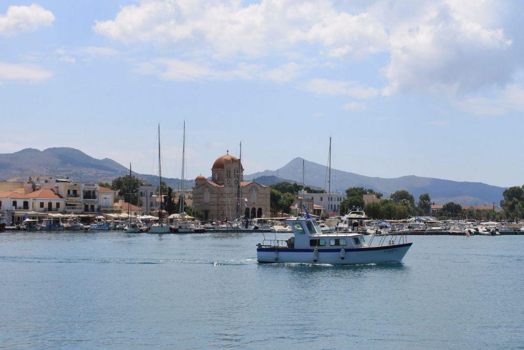 Μετακινήσεις: Ξεκίνησε η έξοδος από τις πόλεις – Αυξάνεται η κίνηση στα λιμάνια