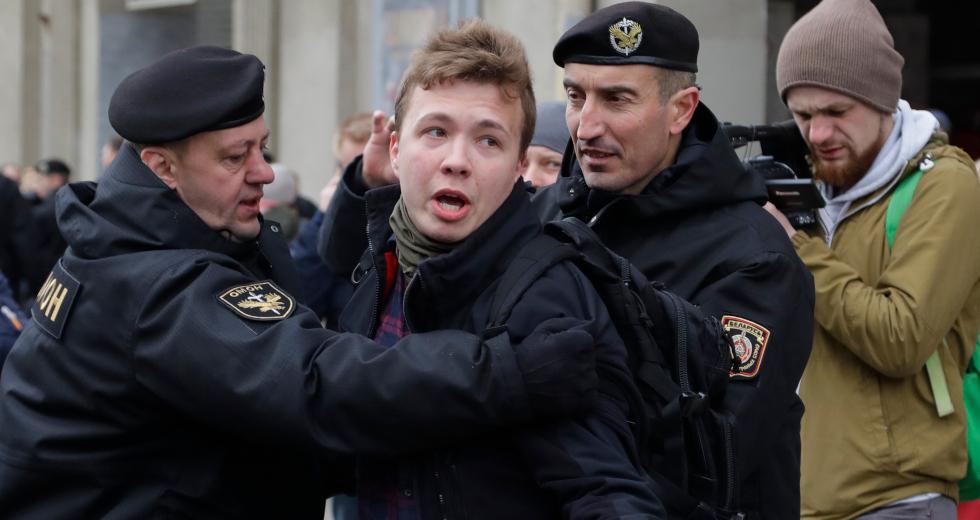 Η ΕΣΗΕΑ ενώνει τη φωνή της με την ΕΟΔ και καταγγέλλει τη σύλληψη του Ρομάν Προτάσεβιτς