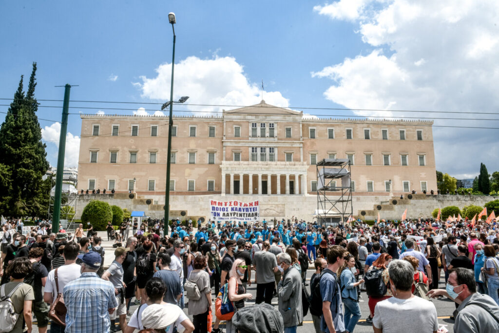Μεγάλες συγκεντρώσεις κατά του εργασιακού νομοσχεδίου – Χιλιάδες στους δρόμους