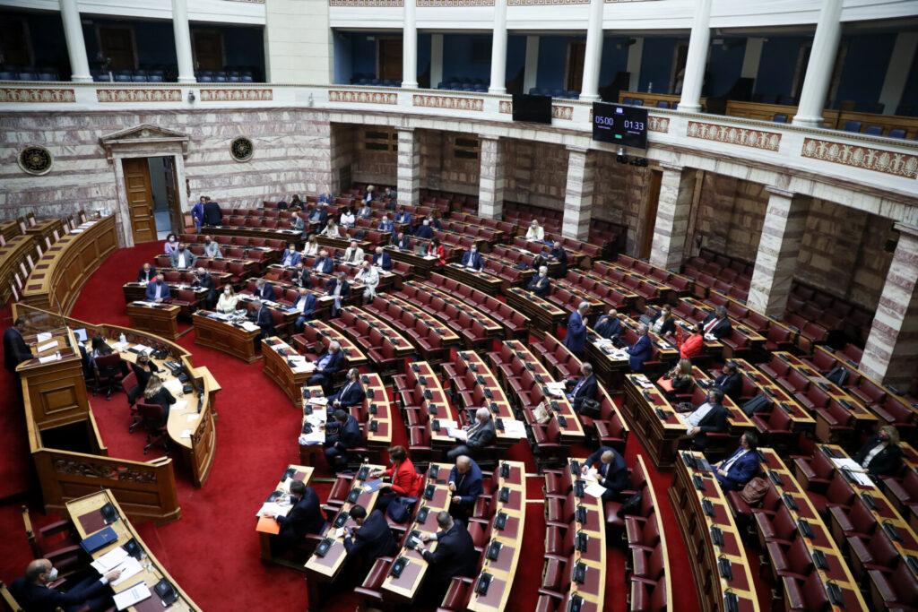 Βουλή: Ξεκίνησε στην Ολομέλεια η τριήμερη αναμέτρηση για τα εργασιακά (live)