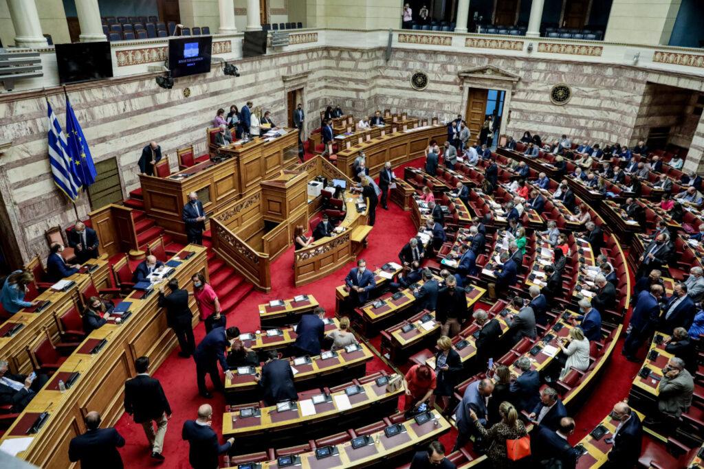 Βουλή: Πέρασε με 158 «ναι» το εργασιακό νομοσχέδιο – 55 άρθρα ψήφισε ο ΣΥΡΙΖΑ