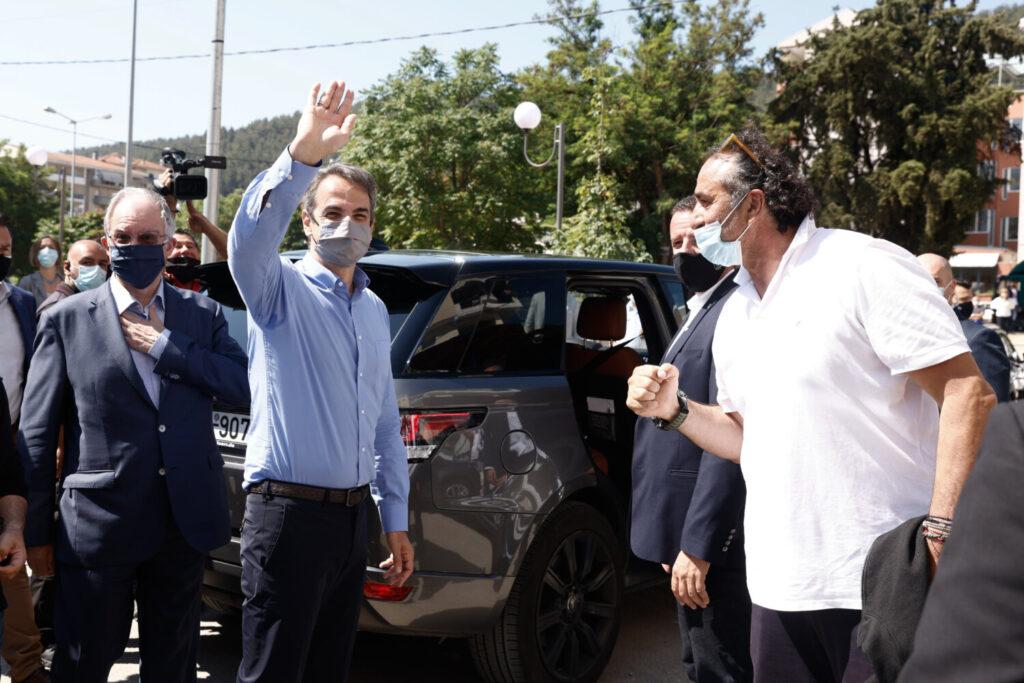 Στα Ιωάννινα ο πρωθυπουργός: «Να πείσουμε όλους τους συμπολίτες μας να σπεύσουν και να εμβολιαστούν» (εικόνες)
