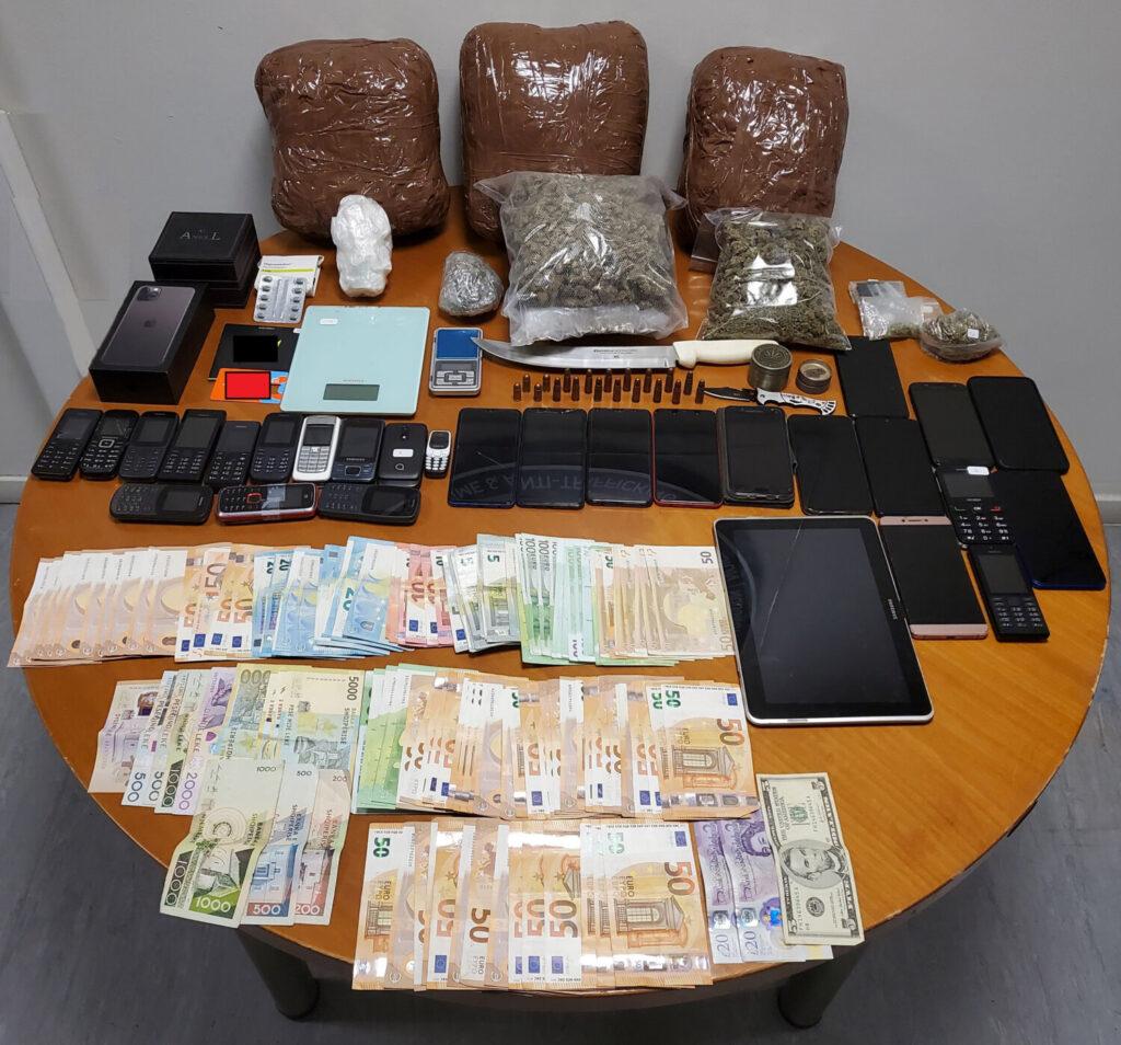 Εννέα συλλήψεις για διακίνηση ναρκωτικών σε Αττική και νησιά