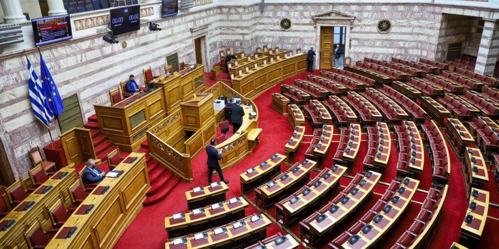 Βουλή: Υπερψηφίστηκε το ν/σ για  την  κατάργηση της απλής αναλογικής στους ΟΤΑ