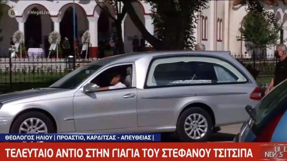 Συγκινεί η αφιέρωση του Στέφανου Τσιτσιπά στην κηδεία της γιαγιάς του