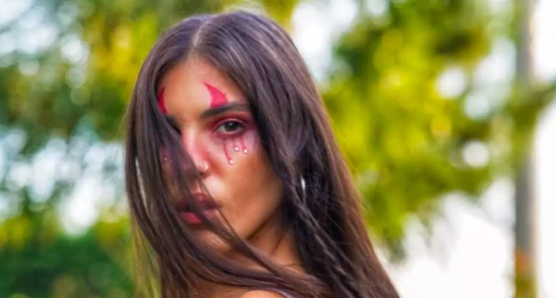 Σοκάρει η Άννα Μαρία Βέλλη: «Με κακοποιούσαν δυο σύντροφοι μου… Έτυχε να μην πεθάνω» [βίντεο]