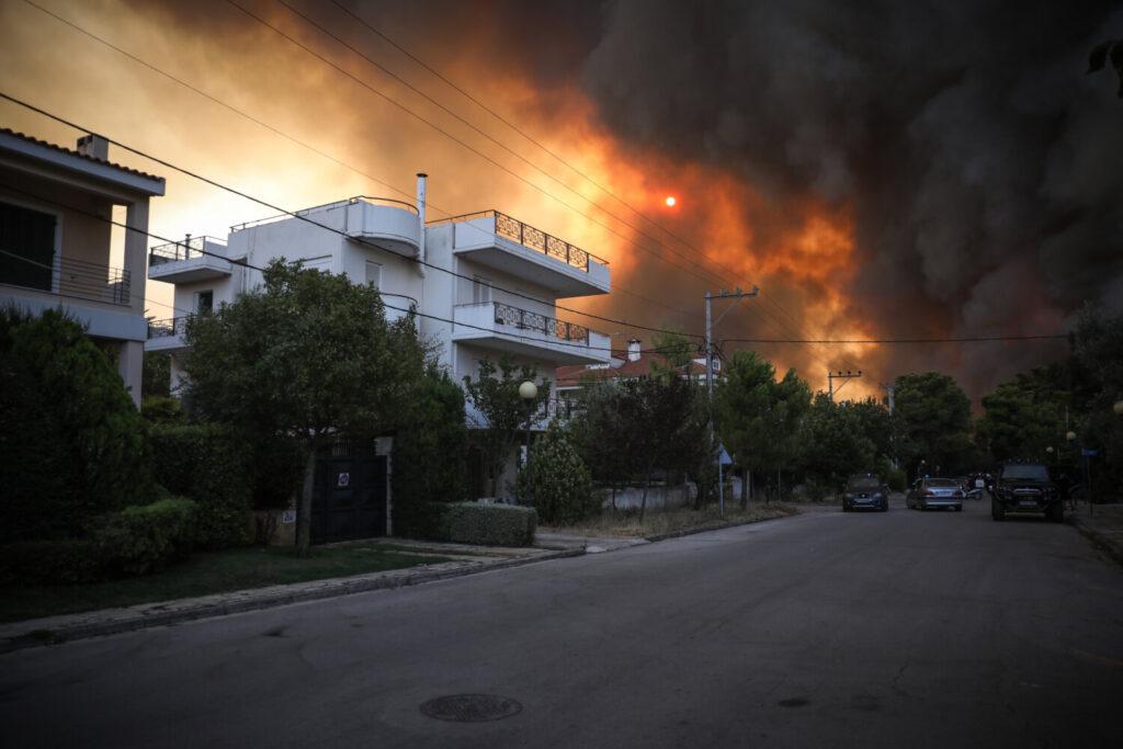 Ποιος Δήμαρχος ήταν όλο το βράδυ στις φωτιές στην περιοχή του ;