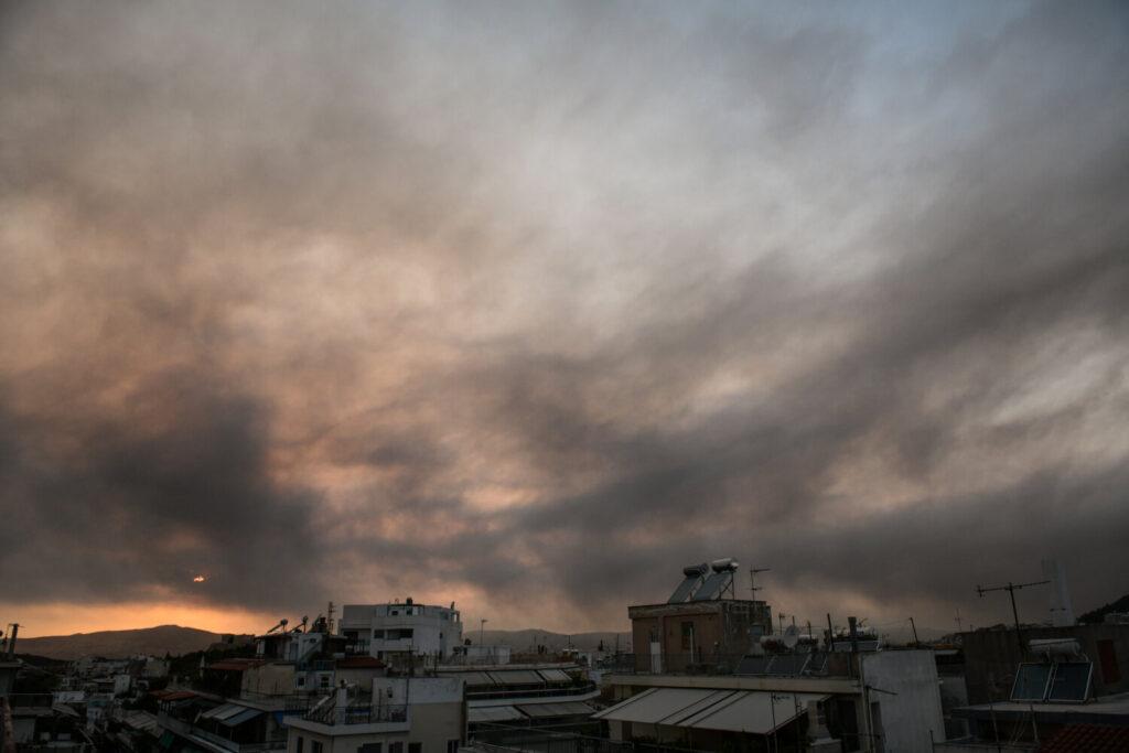 Περιφέρεια Αττικής: Οδηγός προστασίας των πολιτών από το νέφος της πυρκαγιάς