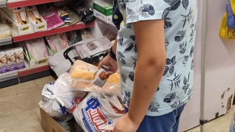 Ρέθυμνο: Μάθημα αγάπης από τον μικρό Μανώλη σε σούπερ μάρκετ
