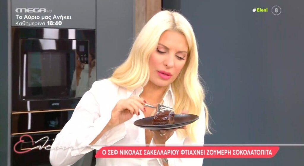 Ο σεφ Νικόλας Σακελλαρίου φτιάχνει ζουμερή σοκολατόπιτα! [Βίντεο]