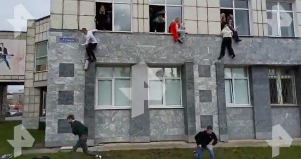 Ρωσία: Πυροβολισμοί σε πανεπιστήμιο – Πηδούν από τα παράθυρα για να γλιτώσουν [βίντεο]