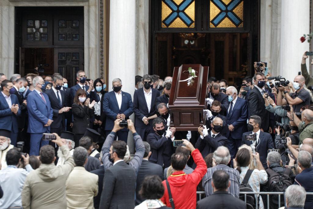 Τελευταίο αντίο στον παγκόσμιο Έλληνα Μίκη Θεοδωράκη  – Ξεκίνησε το ταξίδι για τον  Γαλατά Χανίων