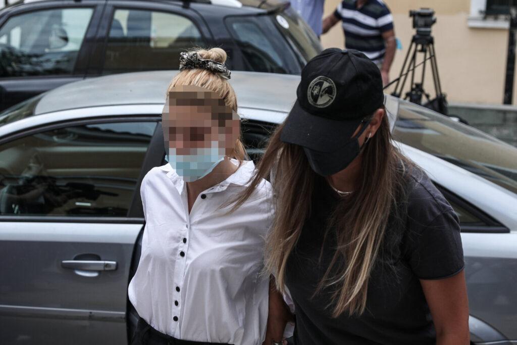 Ξεσπά η μητέρα του μοντέλου με την κοκαΐνη: «Είναι αθώα αλλά αν έχει κάνει διακίνηση ας μπει ισόβια» (βίντεο)