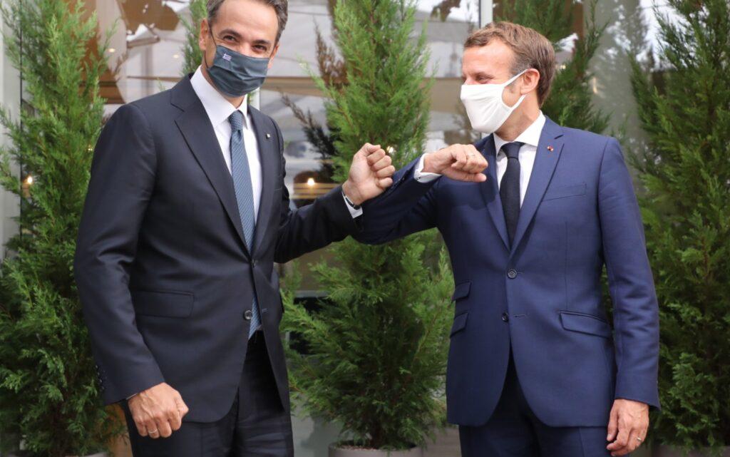 Στο Παρίσι ο πρωθυπουργός – Εγκαίνια επετειακής έκθεσης στο Λούβρο και δείπνο με Μακρόν