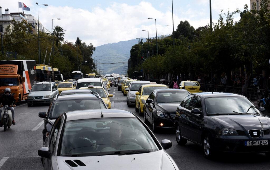 «Η Αθήνα πεθαίνει με την κίνηση»  –  Έρευνα για την καθημερινή «Oδύσσεια» στους δρόμους