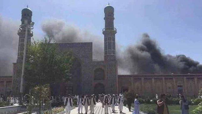 Αφγανιστάν: Εκατόμβη νεκρών σε τζαμί μετά από επίθεση αυτοκτονίας (Σκληρές εικόνες)